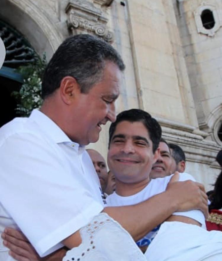 Rui e Neto se abraçaram no Bonfim: inimigos cordiais - Foto: Mateus Pereira   GOVBA   17.01.2019