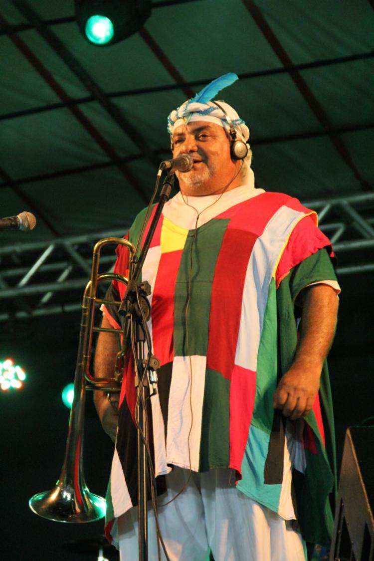 O Pagador de Promessas anima o público acompanhado de sua banda, Mont Serrat - Foto: Tássia Catarina | Divulgação