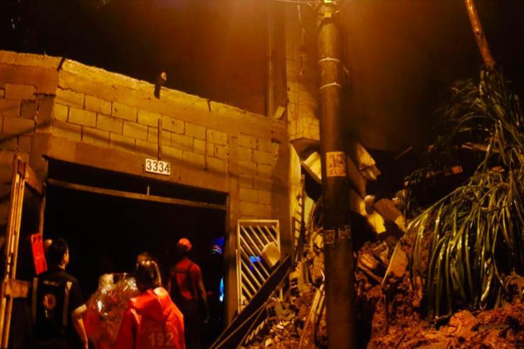 A prefeitura disse ainda que duas escolas sofreram com as fortes chuvas e tiveram problemas de alagamento e destelhamento - Foto: Divulgação   Corpo de Bombeiros SP