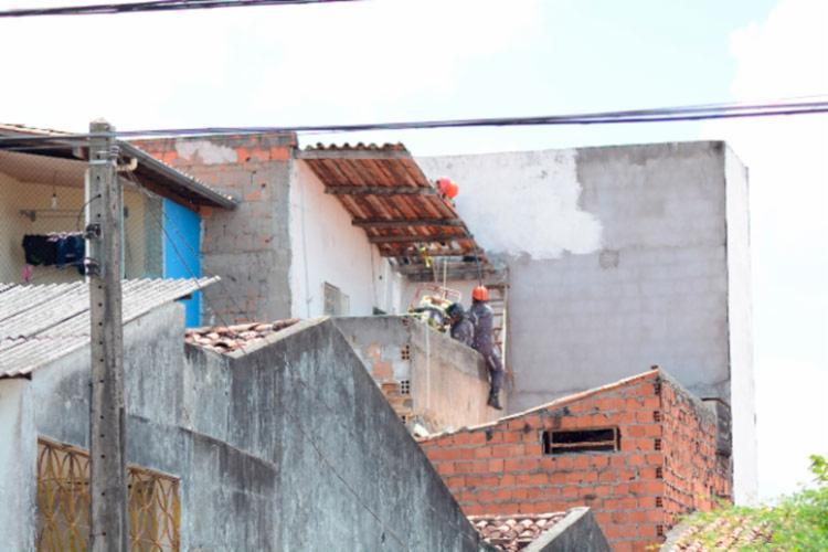 Corpo de Bombeiros foi acionado para fazer a remoção do corpo - Foto: Ed Santos | Acorda Cidade