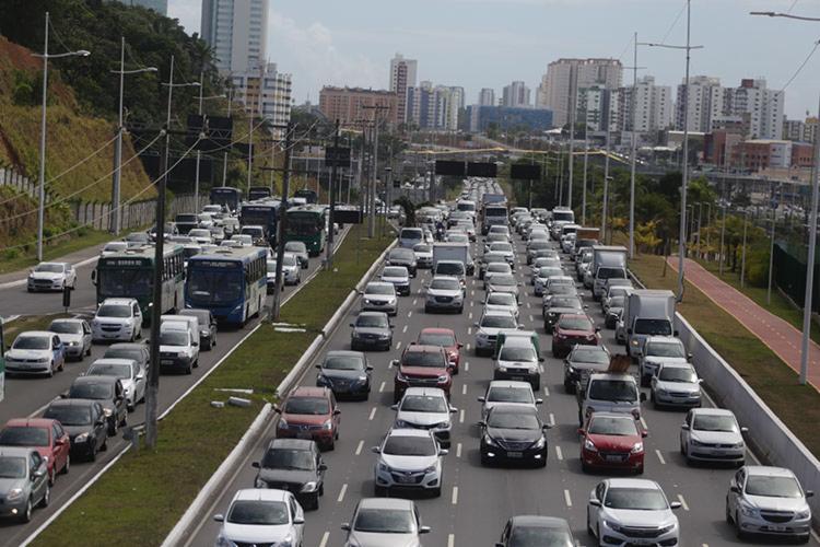 Certificado de Registro e Licenciamento do Veículo continua sendo enviado pelos Correios - Foto: Joá Souza   Ag. A TARDE