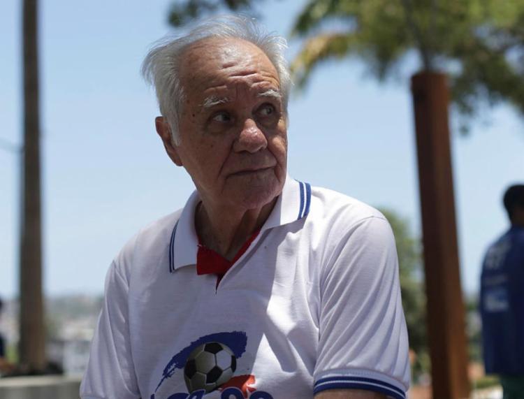 Em entrevista ao Jornal A TARDE, Mestre Evaristo recorda aquele tempo e discute o futebol de hoje - Foto: Raul Spinassé | Ag. A TARDE
