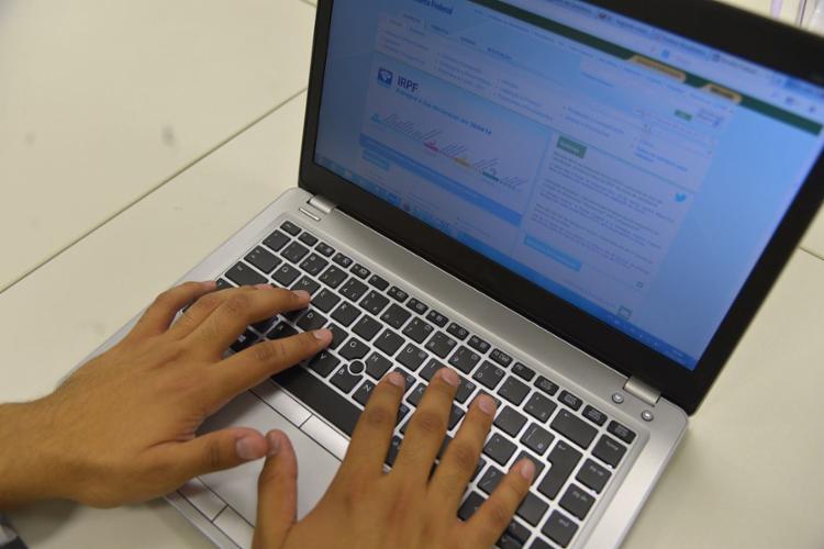O contribuinte pode baixar os comprovantes nos sites das instituições financeiras - Foto: Marcello Casal Jr. | Agência Brasil