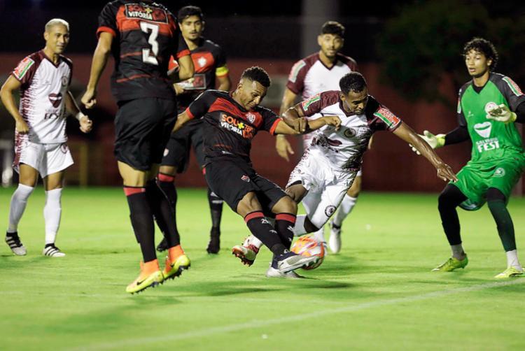 Duelo pelo Campeonato Baiano terminou empatado - Foto: Adilton Venegeroles | Ag. A TARDE