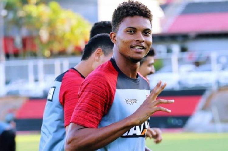 Lucas Ribeiro se despede do Vitória acumulando um total de 16 partidas, além de uma convocação para a Seleção Brasileira sub-23 na bagagem - Foto: Maurícia da Matta   Esporte Clube Vitória