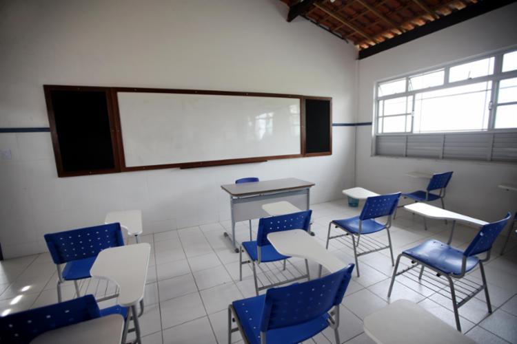 A unidade possui seis salas de aula, quadra poliesportiva coberta, laboratórios de ciências e informática, sala multimídia, cozinha, refeitório, biblioteca, além de salas de administração e área externa - Foto: Camila Souza/GOVBA