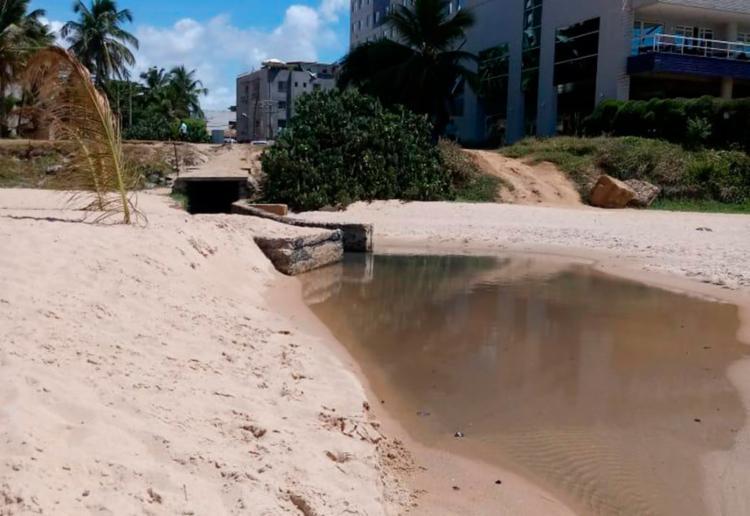 Técnicos descobriram sistema de captação de esgoto com extravasor para o mar - Foto: Divulgação | Prefeitura de Salvador