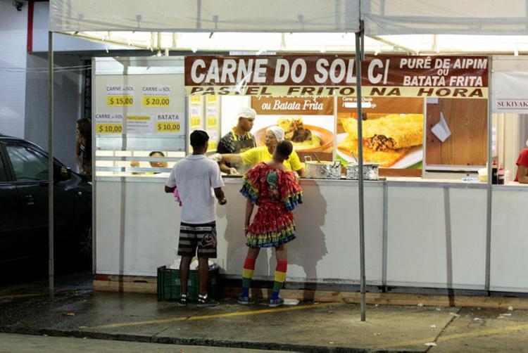 Comerciantes devem apresentar licença da Sucom ou o DAM para solicitar a ligação - Foto: Foto: Luciano da Matta   Ag. A TARDE