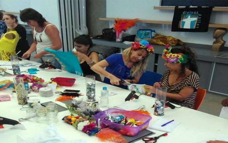 Entre as atividades estão produção de styling, maquiagem para carnaval, fantasia infantil entre outros. - Foto: Divulgação