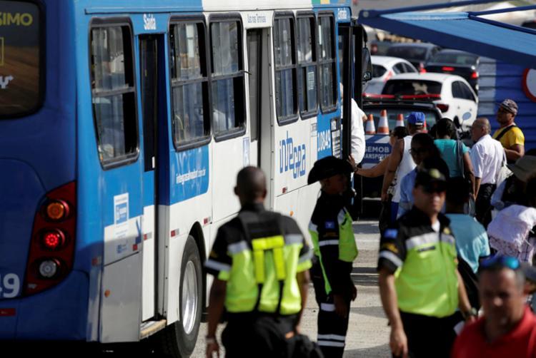 Tráfego dos ônibus é um dos serviços que passa por modificação durante Pipoco - Foto: Adilton Venegeroles | Ag. A TARDE
