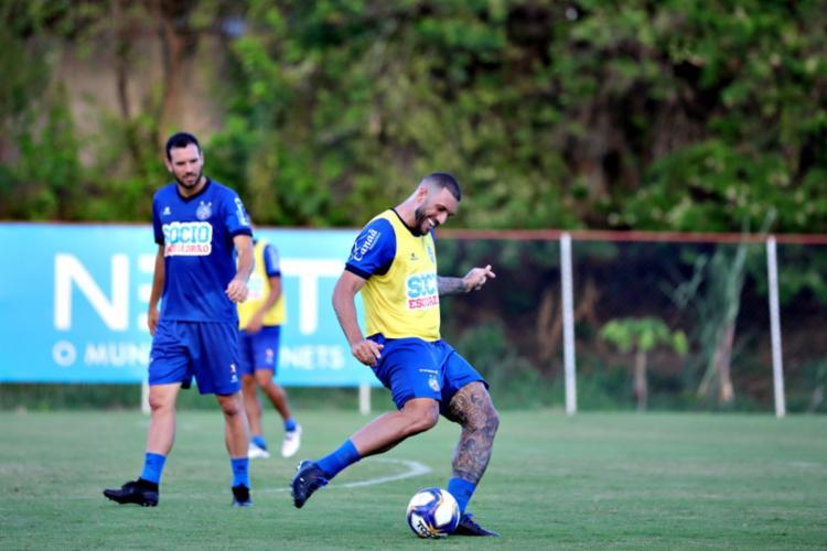 Durante o treino foram trabalhadas as táticas defensivas e ofensivas - Foto: Felipe Oliveira | EC Bahia