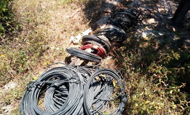 Suspeitos queimavam os fios para furtar o cobre - Foto: Divulgação