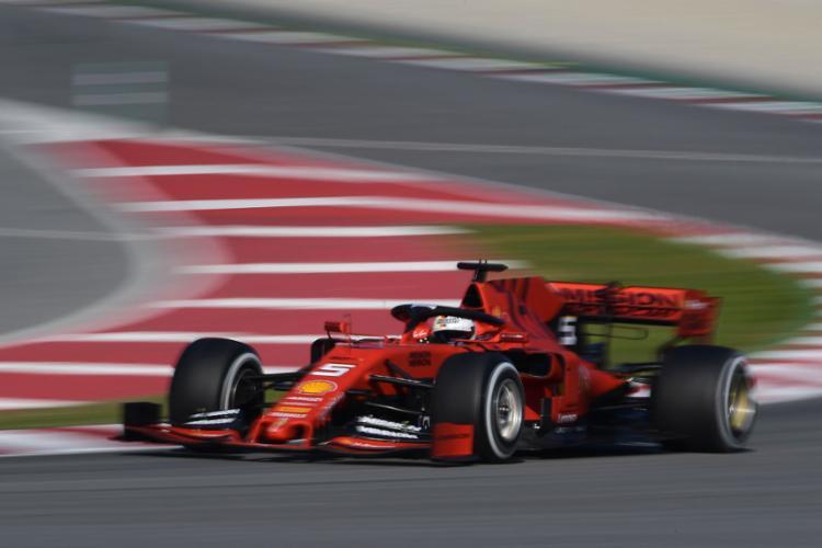 Vettel marcou o tempo de 1min18s161 e completou 169 voltas - Foto: Lluis Gene l AFP