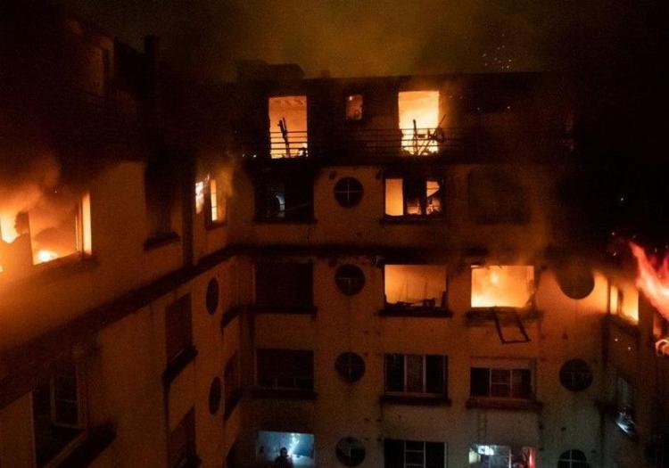 Segundo autoridades locais, incêndio na capital francesa pode ter sido intencional - Foto: Brigada dos Sapeurs-Pompiers de Paris