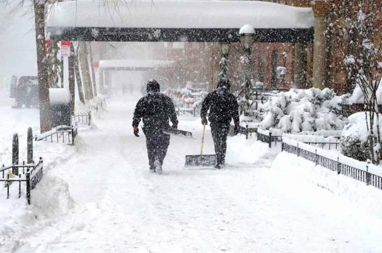 Sérias precipitações de neve e temperaturas recordes foram registradas no país - Foto: Jamie McCarthy | AFP