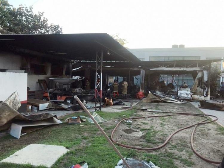 O centro ficou destruído após o incêndio que atingiu o local na última sexta-feira, 8. - Foto: Divulgação