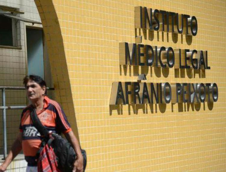 Instituto Médico Legal (IML) do Rio de Janeiro está liberando os primeiros corpos das vítimas do incêndio no Ninho do Urubu - Foto: Tânia Rêgo | Agência Brasil