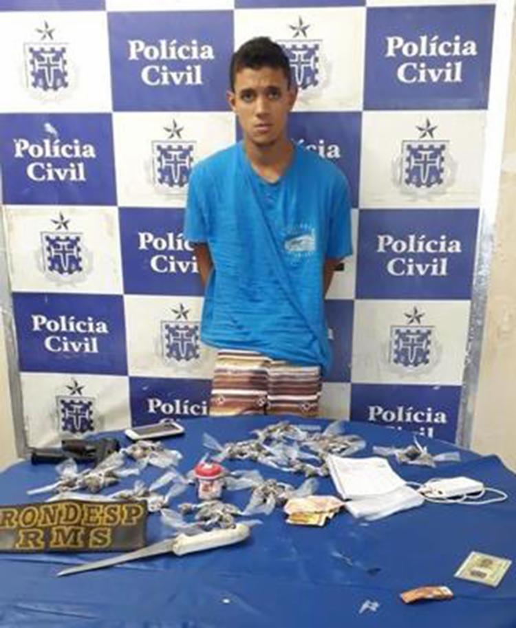 Suspeito é achado com arma e drogas em Camaçari - Foto: Divulgação   SSP