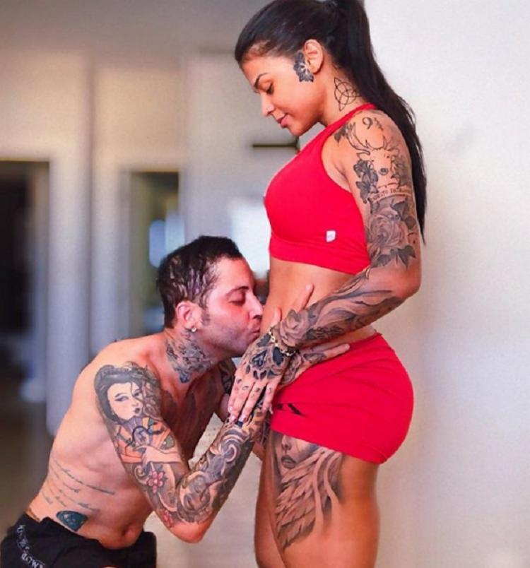 O baiano compartilhou um registro em que beija a barriga da sua noiva - Foto: Instagram   Reprodução