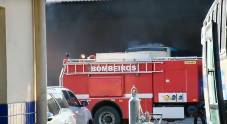 O fogo começou no setor de manutenção, que fica ao lado da empresa - Foto: Reprodução | Blog do Marcelo