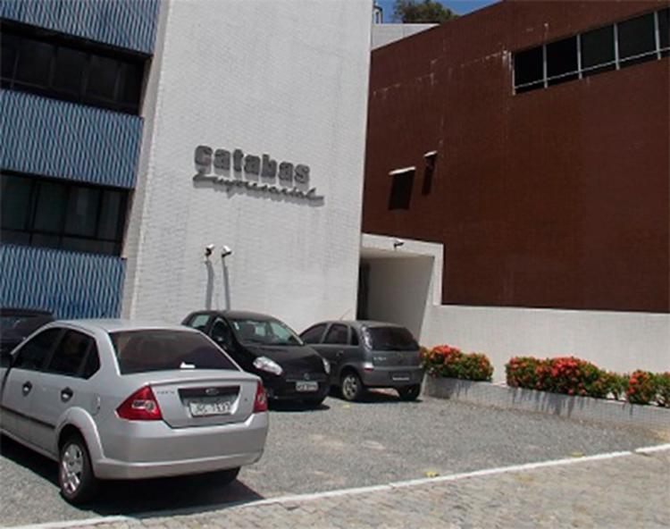 Chamas foram próximas ao edifício Catabas Empresarial. As causas ainda são desconhecidas - Foto: Reprodução | Google Maps