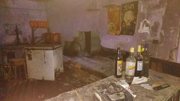 Bares e quiosques ficaram parcialmente destruídos
