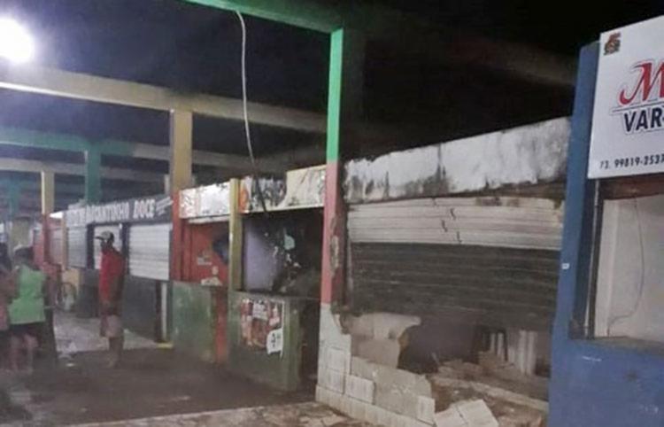 Moradores e comerciantes tentaram ajudar a debelar as chamas - Foto: Divulgação | Giro de Notícias