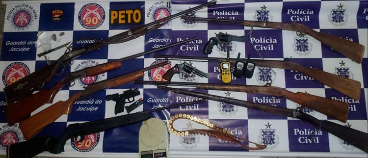 Armas e material apreendidos durante a operação das polícias Militar e Civil - Foto: Divulgação | SSP