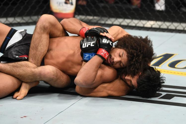 Com a vitória, Kron continua invicto no MMA, vencendo todas as cinco lutas que disputou até agora - Foto: Getty Images