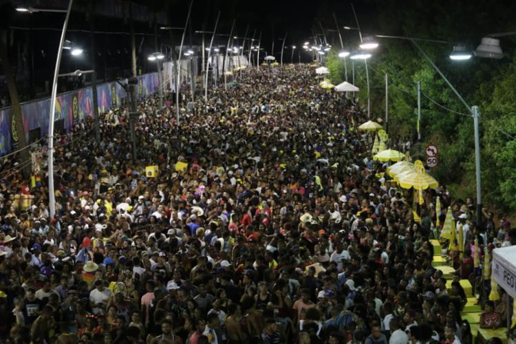 Circuito Orlando Tapajós foi tomado por pessoas fantasiadas, com brilhos e sorrisos no rosto