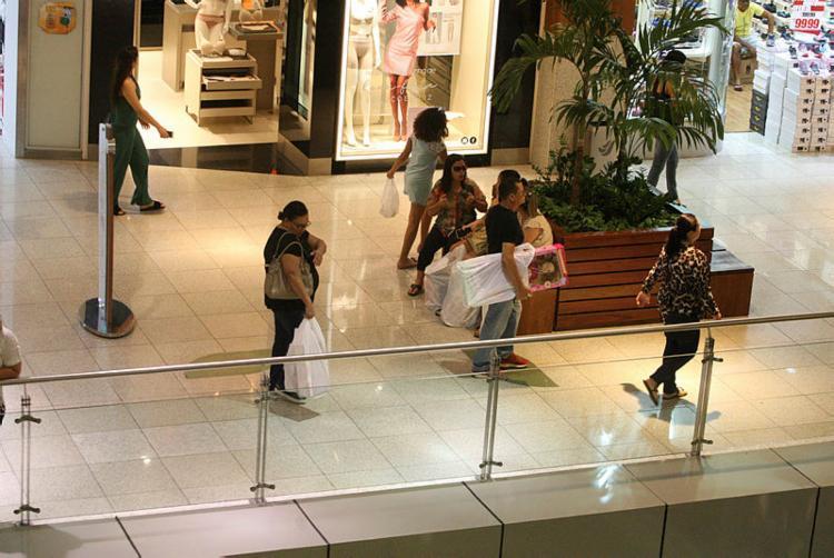 Alguns shoppings não abrirão a lojas neste domingo, funcionando apenas os setores de lazer e alimentação. - Foto: Foto: Luciano da Matta | Ag. A TARDE