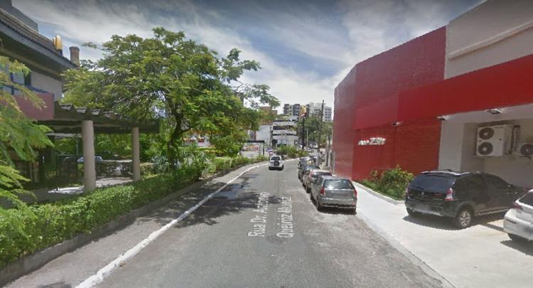 O motorista do veículo está impedido de sair da cabine - Foto: Reprodução   Google Street View