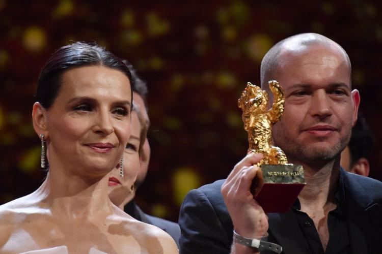 O longa-metragem Synonymes, do diretor israelense Nadav Lapid, com o Urso de Ouro, levou o prêmio de melhor filme da Berlinale - Foto: John Macdougall l AFP