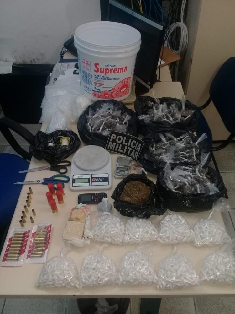 Além da cocaína, os policias encontraram maconha, crack e diversas munições. - Foto: Divulgação | SSP-BA