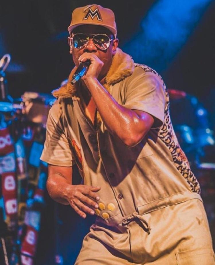 O cantor contará com a presença do funkeiro MC G15 e o show completo da banda Attoxxa - Foto: Instagram | Reprodução