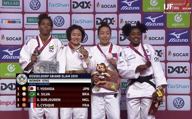 A campeã olímpica (à esq.) ficou com em segundo na categoria até 57kg - Foto: Reprodução I JF TV