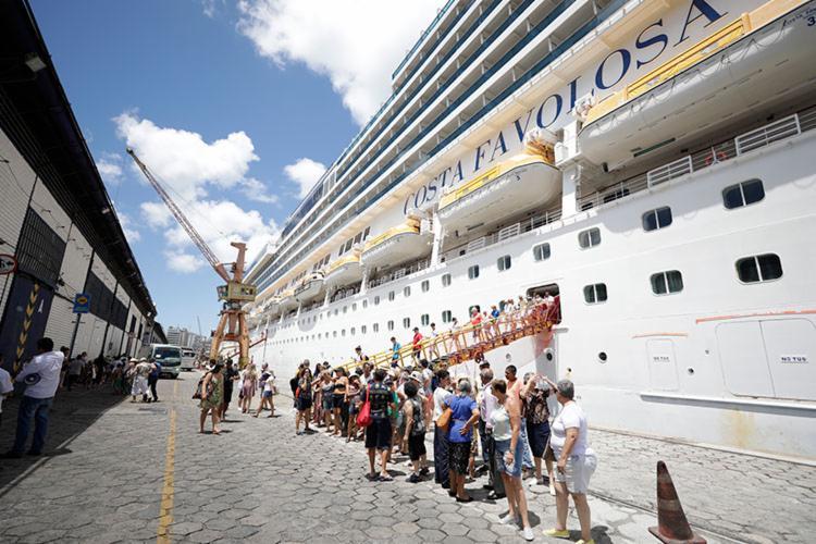 Equipe atuará recepcionando turistas em vários pontos da cidade - Foto: Joá Souza   Ag. A TARDE