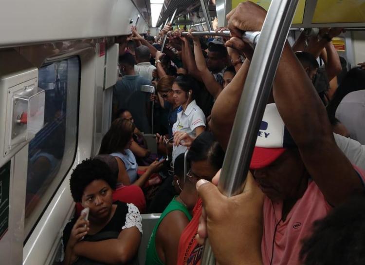 Mediante esta ocorrência, os trens estão com velocidade reduzida e com intervalo de até seis minutos entre as viagens - Foto: Raphael Minho   Cidadão Repórter