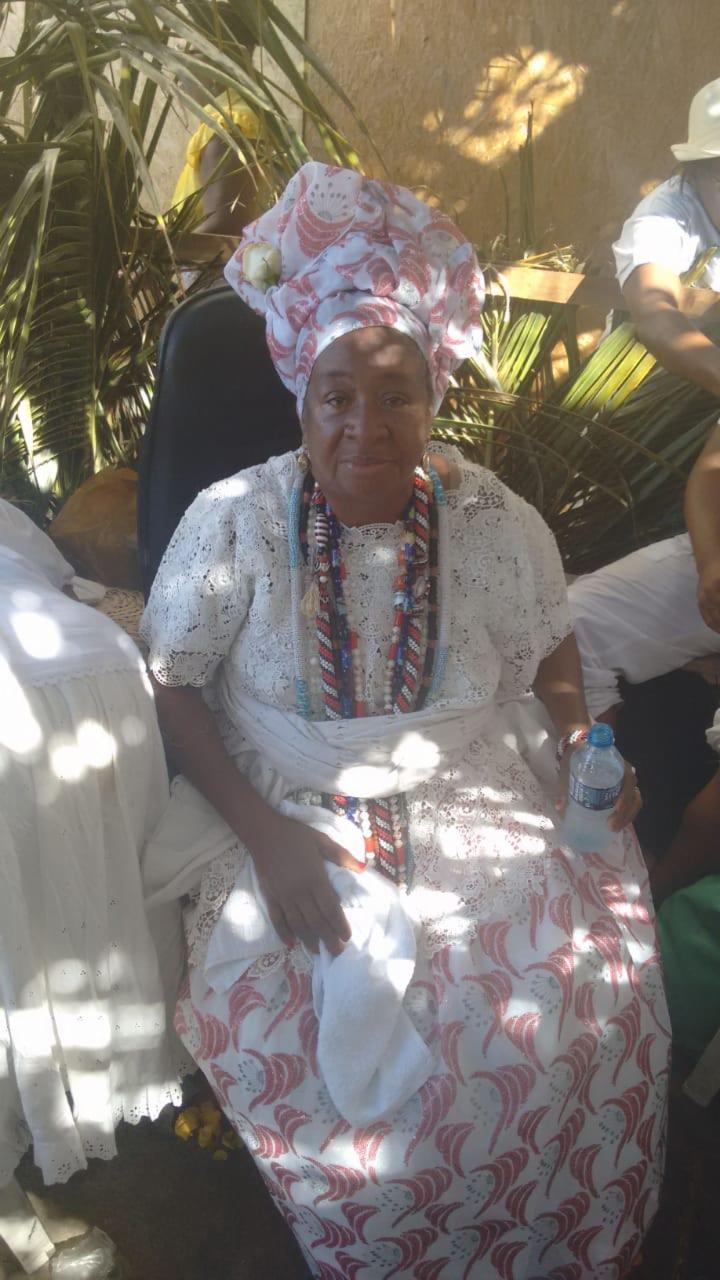Mãe Jacira de Obaluaê é responsável pela confecção do presente principal
