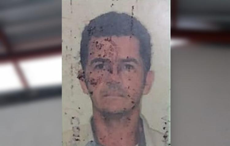 Roberto Paulo Leal Silva, de 51 anos, sofreu uma descarga elétrica no pátio do colégio no pátio da escola - Foto: Reprodução | Sul Bahia News