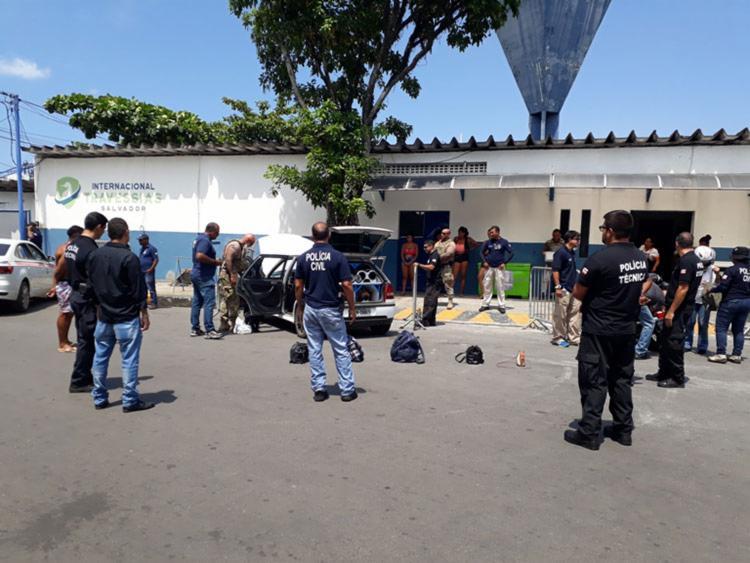 Veículos e passageiros passaram por processo de revista - Foto: Divulgação   Polícia Civil