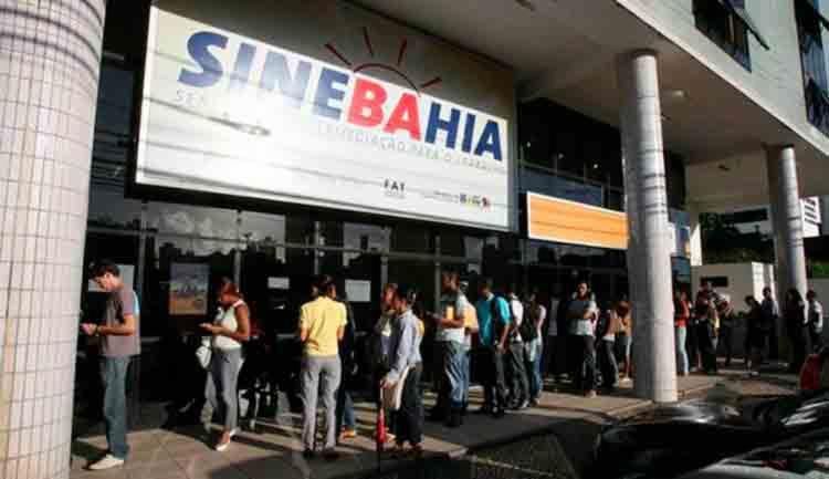 Candidatos se concentram em frente ao Sinebahia - Foto: Divulgação
