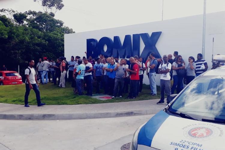 Trabalhadores realizaram manifestação em frente á sede da empresa - Foto: Divulgação | Sindiquímica