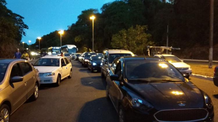 Manifestação acontece por causa de bloqueio em retorno que dá acesso à Baixinha de Santo Antônio - Foto: Victor Rosa l Ag. A TARDE
