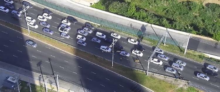 Com o acidente, o trânsito ficou lento no local - Foto: Reprodução | Twitter