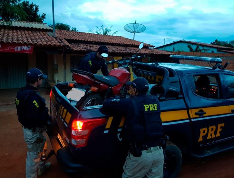 Um dos veículos foi encontrado estacionad às margens do KM 708 da BR 242 - Foto: Divulgação   PRF