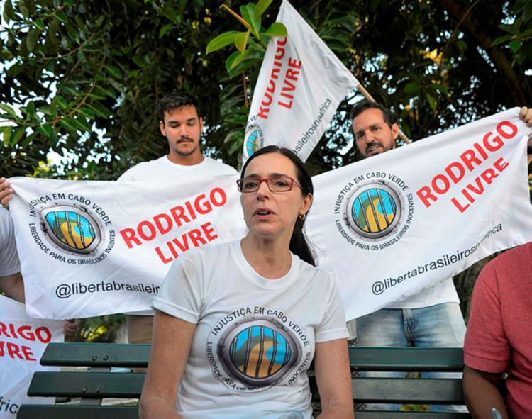 Aniete, mãe do baiano Rodrigo Dantas atendeu a imprensa na tarde desta sexta-feira (8) - Foto: Shirley Stolze   Ag A TARDE