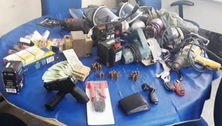 Materiais apreendidos foram encaminhados para a delegacia de Abrantes - Foto: Divulgação   Polícia Militar