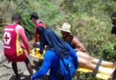 Mulher é resgatada após cair em trilha no Poço do Diabo   Foto: Divulgação   CBMBA