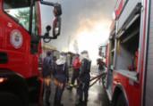 Bombeiros fazem rescaldo de incêndio em Valéria | Joá Souza | Ag. A TARDE